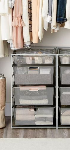 Elfa Schubladen sind perfekt für jeden Raum oder Aufbewahrungsbedarf in Ihrem Zuhause. Sie ko … Elfa drawer units are perfect for any room or storage need in your home. They come in different sizes and colors, and they're perfect for clothes, toys, towels Bedroom Storage Ideas For Clothes, Bedroom Closet Storage, Closet Drawers, Closet Shelves, Clothing Storage, Closet Ideas, Shelves For Clothes, Clothes Storage Ideas Without A Closet, Closet Clothing