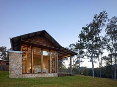 Image 35 of 35 from gallery of Hinterland House / Shaun Lockyer Architects. Photograph by Shaun Lockyer Architects Poll Barn House, House Design Pictures, Open House Plans, Casas Containers, Best Tiny House, Small Modern Home, Dream House Interior, Modern Farmhouse Exterior, Shed Homes
