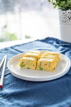 A popular Korean egg side dish – Korean egg roll (Gyeran Mari) recipe! Big kids and small kids both love it! Perfect in an asian themed lunch box! Egg Recipes, Brunch Recipes, Asian Recipes, Gourmet Recipes, Appetizer Recipes, Cooking Recipes, Healthy Recipes, Healthy Lunches, Party Appetizers