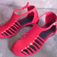 Sandalia roja. #artesal #tejiditos #purocroche #hechoencolombia #rojas #tallas #comodos #juvenil #moderna #