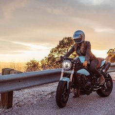 Real Motorcycle Women - y0urspiritanimal #bikergirl #caferacergirl | caferacerpasion.com