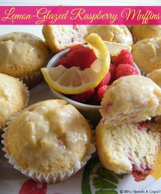 Lemon Glazed Raspberry Muffins - a must pin for summer - delish flavor #breakfast #muffins #raspberry