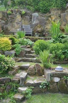 Landscaping A Slope, Landscaping With Rocks, Landscaping Ideas, Tuscan Garden, Mediterranean Garden, Backyard Garden Design, Small Garden Design, Inexpensive Backyard Ideas, Tiered Garden