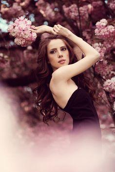 . #flowerseniorpictures #seniorpictureideasforgirls