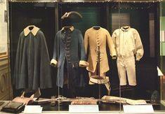 De olika delarna som utgör en karolineruniform.