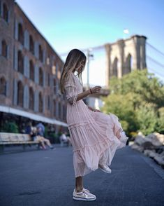 And women are very happy to see this tendency! Now that choice isn't only limited by sport style. How to wear a dress with sneakers properly to create a stylish look? Modest Fashion, Fashion Outfits, Womens Fashion, Fashion Tips, Casual Outfits, Summer Outfits, Mode Simple, Business Mode, Look Boho
