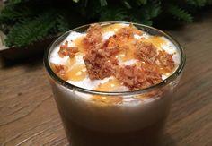 Winterse stroopwafel latte met karamelsaus