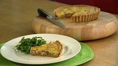Denne klassiske ostepaien er deilig servert med en grønn salat. Den smaker godt kald også.