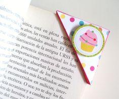 """Un ejemplo de #marcapáginas sencillo hecho por @rakelentrepapel con nuestra colección de #scrapbooking """"Fiesta!"""" con motivo del #díadellibro."""