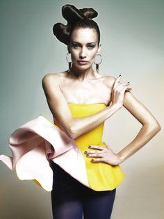 Nieves Alvarez wears earrings by Emporio #Armani