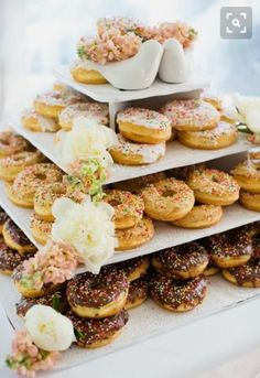 25 Sweet Wedding Donut Ideas And Ways To Display Them 9 - Rustic Country Weddings - Donuts Donut Wedding Cake, Wedding Donuts, Wedding Sweets, Wedding Cakes, Types Of Donuts, Wood Cupcake Stand, Wedding Cake Alternatives, Doughnut Cake, Doughnuts