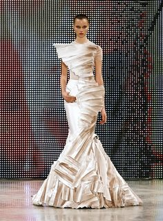Celebrities who wear, use, or own Stephane Rolland Ziberline Mermaid Dress. Also discover the movies, TV shows, and events associated with Stephane Rolland Ziberline Mermaid Dress. Stephane Rolland, Zuhair Murad Dresses, Nice Dresses, Formal Dresses, French Fashion Designers, Mermaid Dresses, Couture Collection, Mode Style, Ball Gowns