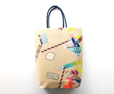 DIY Gift Bag.  Pretty cute...though I prefer to wrap with DIY paper if possible:)