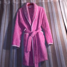 ❤️ FREE Gift with Bundle- Pink by VS Robe❤️ ❤️Victoria's Secret Pink terry robe, size XS-S, will fit size M as well, in great condition, soft & cozy❤️ Victoria's Secret Intimates & Sleepwear Robes