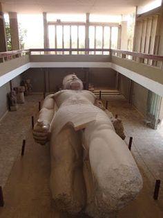 Colosso de Ramsés II #viajarcorrendo #egito #egypt #saqqara #menfis #memphis #ramsesII #piramides