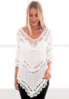 Street Style // This boho-style v-neck top is alluring as it is comfortable to wear. It features a boho crochet lace design and a wide V neck and inverted V-shaped hem. Boho Fashion, Fashion Outfits, Womens Fashion, Moda Boho, Bohemian Mode, Summer Lookbook, Mommy Style, Boho Tops, Stylish Girl