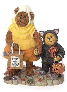Boyds Bear Halloween Candy B Corn w Scaredy Bear-One of my favorite Halloween resin.  Always smile when I take it out of the box.