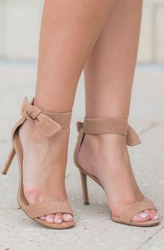 Completely obsessed with these nude bow heels from /bananarepublic/ ! They're classy, feminine, and the perfect choice of heels for work or parties. I'm seriously considering buying them in another color. Click through this pin to see the full outfit idea from style blogger Ashley Brooke Nicholas. #itsbanana sponsored by Banana Republic