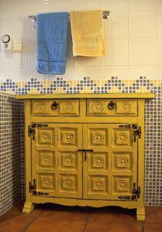 restaurando y pintando un mueble castellano