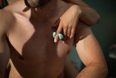 AMORELIE Fingervibratoren Flirt & Tease im Test - AMORELIE Magazin Flirting, Stud Earrings, Find Friends, Nice Designs, Nice Asses, Stud Earring, Earring Studs