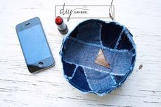 Tutorial: No-sew patchwork bowl from denim scraps - - Great idea! All you need is Mod Podge, scraps of fabric and a plastic bowl...And you have a very cool bowl!