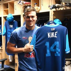 Kiké and Munce are ready for  Dodgers Girl, Dodgers Fan, Baseball Guys, Dodgers Baseball, Mlb Players, Baseball Players, Chicago White Sox, Boston Red Sox, Dodger Blue