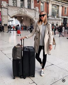 Trench Coat Outfit For Spring Airport Travel Outfits, Cute Travel Outfits, Fall Travel Outfit, Airport Style, Comfy Airport Outfit, Traveling Outfits, Travel Wear, Travel Clothes Women, Summer Work Outfits