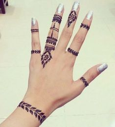 The ring - Tattoo ideen - The ring – Tattoo ideen – Henna Hand Designs, Mehndi Designs Finger, Henna Tattoo Designs Simple, Mehndi Designs For Beginners, Mehndi Design Photos, Mehndi Designs For Fingers, Mehndi Art Designs, Beautiful Henna Designs, Latest Mehndi Designs