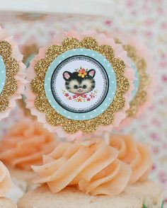 Adorable Vintage Puppy and Kitten Party: scalloped gold glitter tags