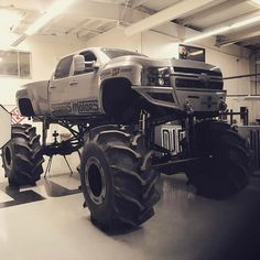 Extreme Chevy Truck Accessories - Not for the Weak at Heart Lifted Chevy Trucks, Gm Trucks, Cool Trucks, Pickup Trucks, Truck Memes, Dually Trucks, Mudding Trucks, Redneck Trucks, Chevy 4x4