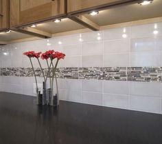 Backsplash with lighting under cabinets