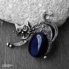 Cat pendant by Germia Cat Jewelry, Silver Jewelry, Jewellery, Soldering Jewelry, Black Agate, Pet Birds, Metal Working, Gemstone Rings, Pendants