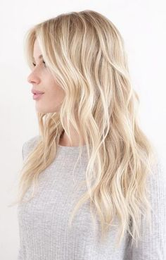 Hair Color Ideas 2018 : perfect blonde balayage highlights Discovred by : Mane Interest Warm Blonde Hair, Blonde Hair Shades, Blonde Waves, Blonde Hair With Layers, Long Blond Hair, Blonde Hair Colors, Butter Blonde Hair, Beach Blonde Hair, Light Hair Colors
