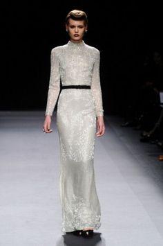 Love the retro feel of the dress.