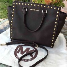 Michael Kors Large Dark brown Selma studded Large Dark brown Selma Michael Kors studded satchel  used a few scratches on the gold hardware barely vusie, still has so much life left to it. Michael Kors Bags Satchels