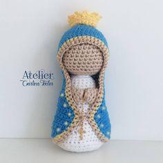 Nossa Senhora produzida em crochê. 14cm de altura aprox. Para encomendas escreva para: contato@cristinafontes.com.br