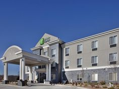 Pittsburg (KS) Holiday Inn Express & Suites Pittsburg United States, North America Stop at Holiday Inn Express & Suites Pittsburg to discover the wonders of Pittsburg (KS). The hotel offers guests a range of services and amenities designed to provide comfort and convenience. To be found at the hotel are free Wi-Fi in all rooms, 24-hour front desk, facilities for disabled guests, express check-in/check-out, luggage storage. Whirlpool bathtub, non smoking rooms, air conditioning...