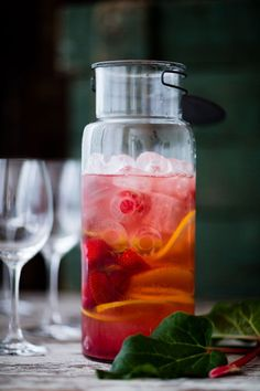 Sangria, Non Alcoholic Drinks, Beverages, Cocktails, Voss Bottle, Water Bottle, Frisk, Smoothies, Barware