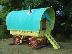 love the colors on this caravan