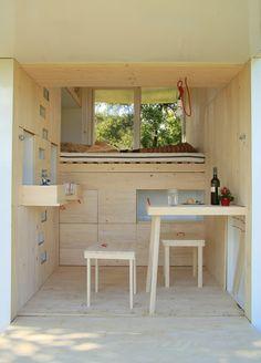 독일의 건축회사인 'Allergutendinge'가 개발한 이동형 하우스다. 이름은 소울 박스(Allergutendinge). 요리를 할 수 있고, 침실도 있으며 일을 할 수 있는 공간도