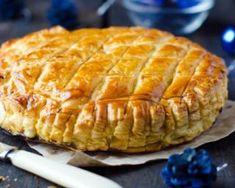 Galette des rois allégée à la frangipane, noix et poires : http://www.fourchette-et-bikini.fr/recettes/recettes-minceur/galette-des-rois-allegee-la-frangipane-noix-et-poires.html