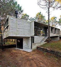 BAK Arquitectos Design a Contemporary Home in Valeria del Mar, Argentina