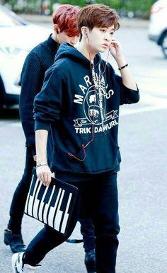 Jaebum es muy popular le llueven chicas, tiene muchas citas, nunca la… #fanfic # Fanfic # amreading # books # wattpad