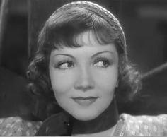 Claudette Colbert elokuvassa I Cover the Waterfront vuonna 1933.
