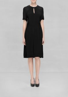 A lightweight viscose dress with a loosely gathered waist that creates a relaxed and feminine silhouette.