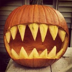 Casual Halloween Decorations Ideas That Are So Scary - Halloween . - Casual Halloween Decorations Ideas That Are Scary – halloween pumpkin – # scary - Retro Halloween, Outdoor Halloween, Halloween Crafts, Halloween Makeup, Halloween 2019, Halloween Costumes, Scary Costumes, Happy Halloween, Halloween Party