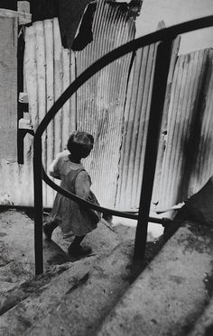 Valparaiso Chile 1953   Photo: Sergio Larrain