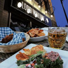 Happy hour @lordwilliampub - a #griffintown #hotspot that opened this past #summer #happyhour runs from 4 to 7pm. #Try the Butcher's Choice and Orchard #lager or the #chicken wings and house chips. #foodporn #pub #montreal #yummy #beerporn