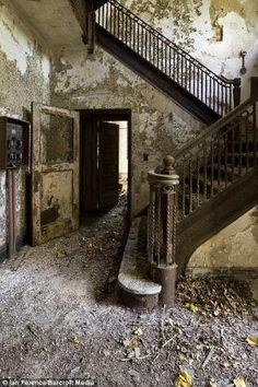 Inside the lost island of New York: Eerie pictures of the abandoned leper colony just 350 yards from the Bronx by ^ kristen ^