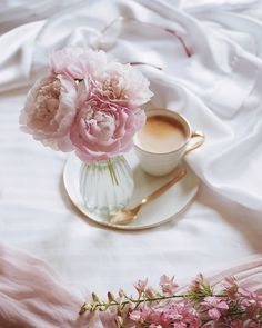 """Polubienia: 1,327, komentarze: 21 – Gabrielle Valley (@valleygaby) na Instagramie: """"Weekend coffee 🌸☕🌸 . . . #creative_cups #creative_flatlays #creative_florals #9vaga_shabbysoft9…"""" Coffee Time, Tea Time, Good Morning Flowers Gif, Spring Painting, Morning Inspiration, Hello Spring, Coffee Shop, Tea Party, Tea Cups"""